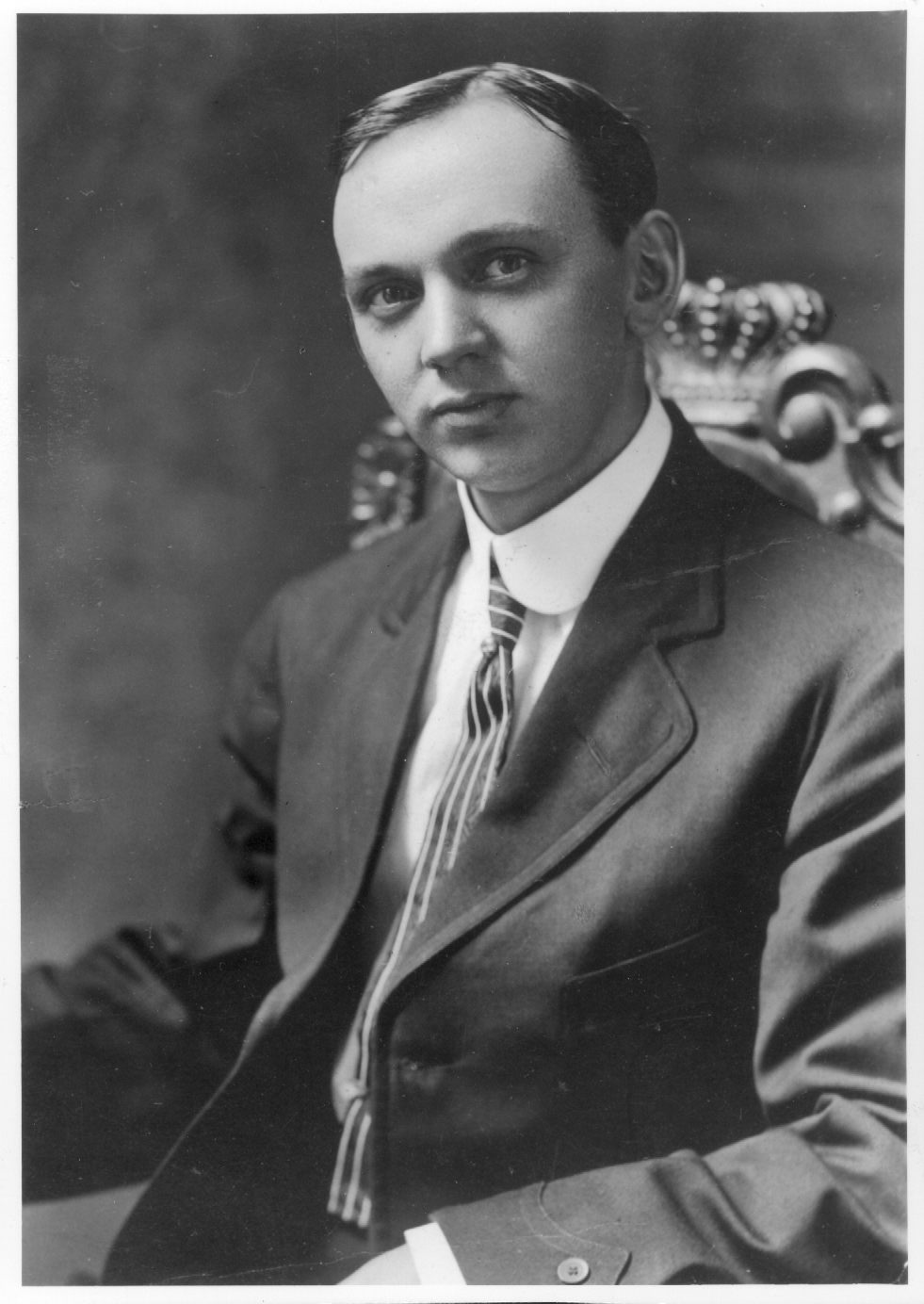 the life of edgar cayce the sleeping prophet Edgar cayce is one of the world's most revered psychics, the 'sleeping prophet,'  as they called him, and many consider him to be the father of holistic medicine.