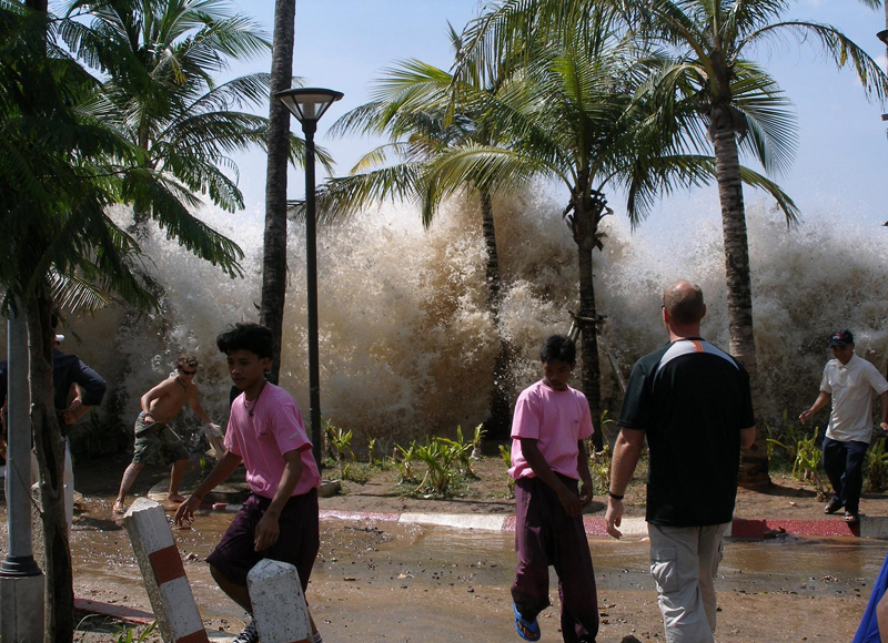 http://www.edgarcayce.org/uploadedImages/Edgar_Cayce/Ancient_Mysteries/2004-tsunami.jpg